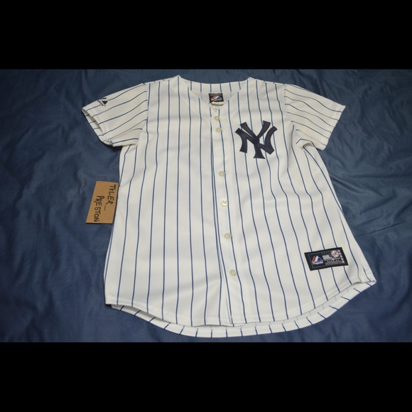 separation shoes 0f52d e205a New York Yankees Youth M Jeter Majestic Jersey